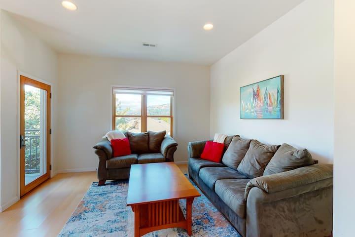 Stylish condo w/ balcony, private washer/dryer, & full kitchen - close to river!