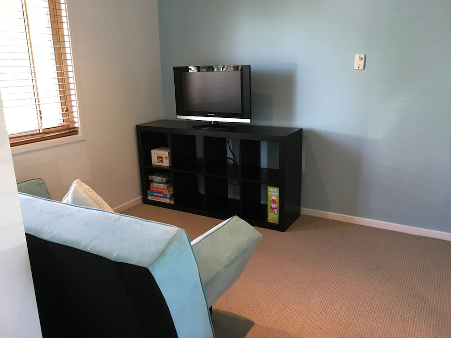 Flat Screen TV, board games and books available.