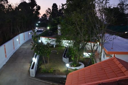 THE CROSS ROAD VILLA - Kodaikanal
