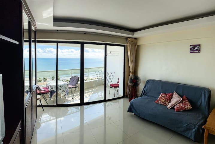Metro Jomtien Condotel, 1 bedroom sofabed Sea View