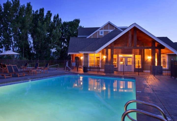 4 bedroom Luxury Retreat @ Sandalia Beach Resort