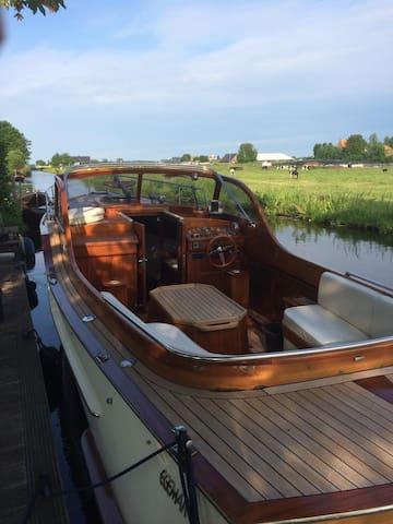 Woonboot, dicht bij Amsterdam
