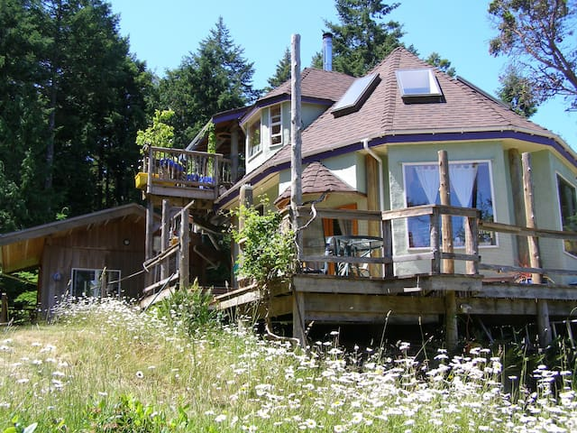 Unique Healing Treehouse handmade! - Galiano Island - Huis