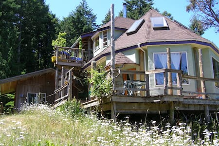 Unique Healing Treehouse handmade! - Galiano Island - Ház