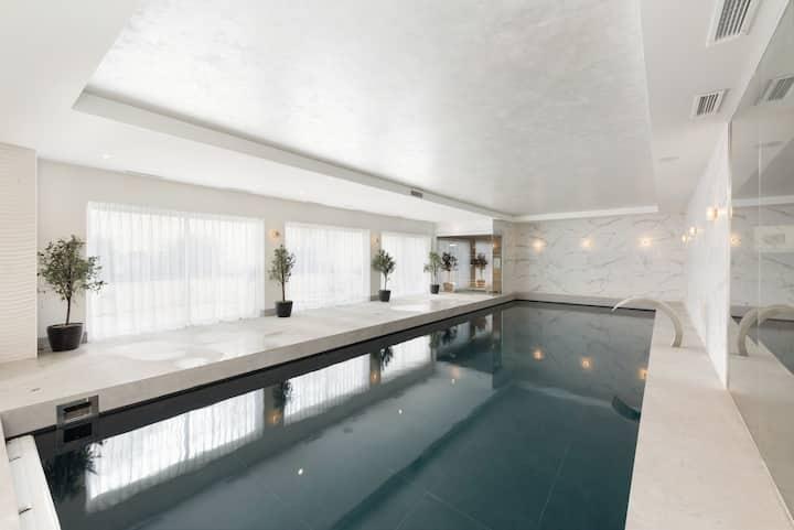 Incredible 8500sf luxury superhome with pool