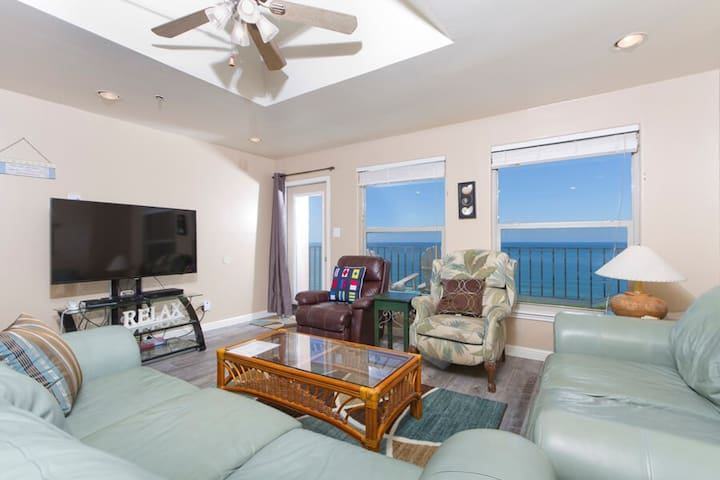 Inverness Penthouse 1102 - Spacious Condo, Panoramic Ocean Views from Private Balcony, Pool, Hot Tub