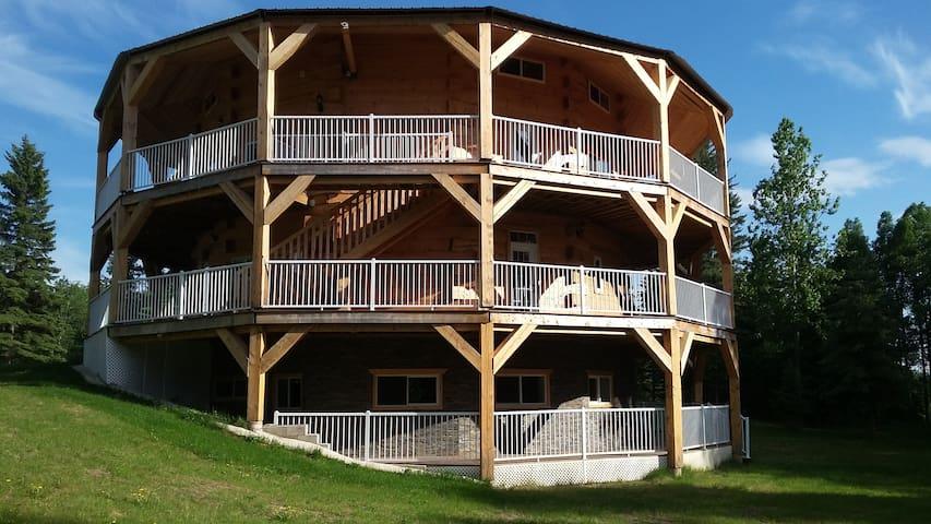 Luxury East of Jasper Park - Family Suite