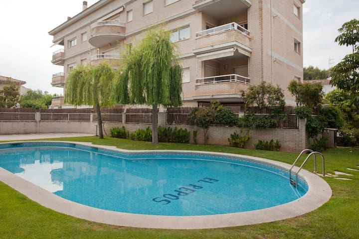 Luxury apartment with pool & near the beach! - Vilanova i la Geltrú - Apartamento