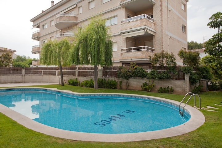Luxury apartment with pool & near the beach!