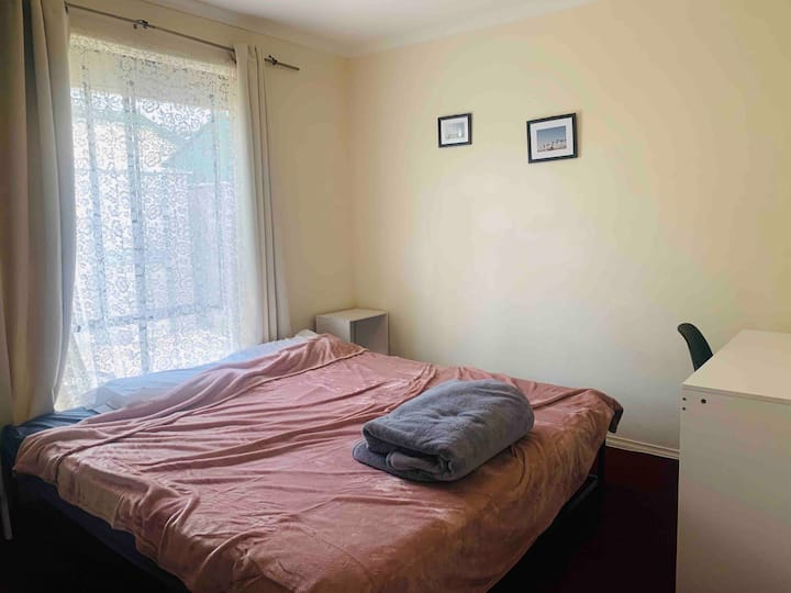 Comfortable single room in Windsor gardens