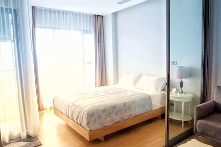 Infinity one condo for rent by monthly