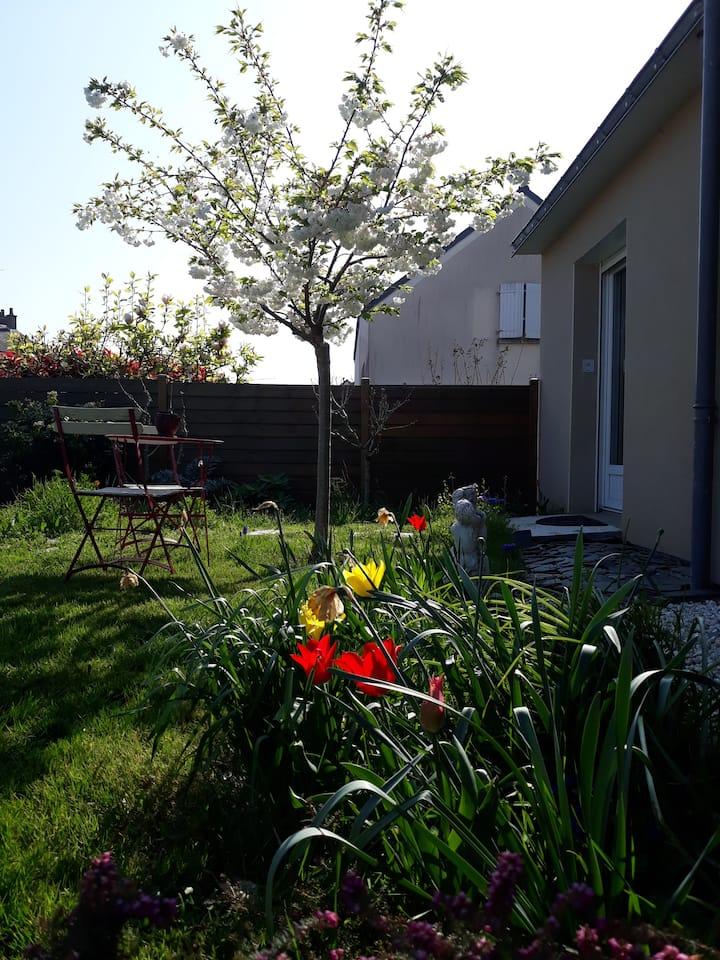 Gite urbain lumineux avec joli jardin