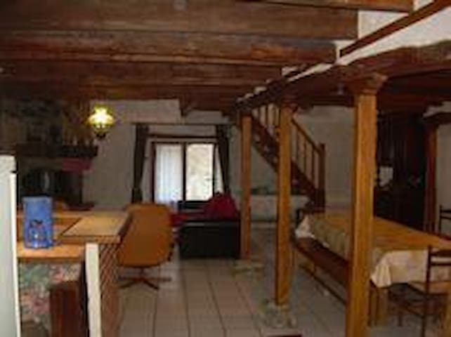 Bergerie 150 m²- 5 CHAMBRES- WIFI