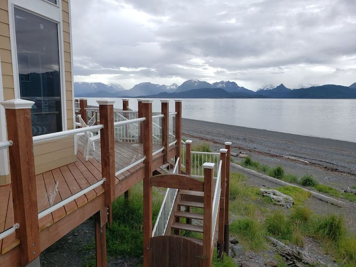 Private Waterfront Town Home, sleeps 6