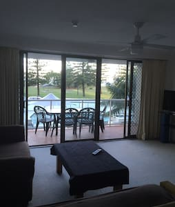 Location: minimum 2nights stay. - Broadbeach - Apartment