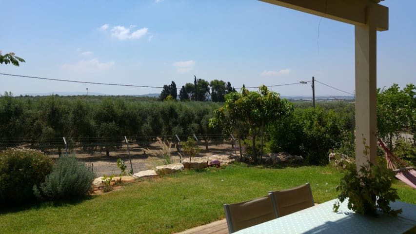 A House with great view in Kibutz - Lehavot Haviva - Rumah