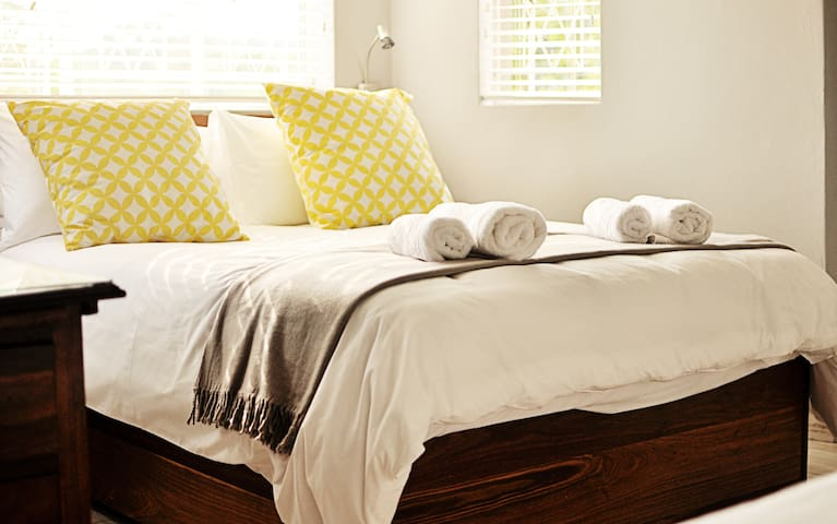 Guest room. Warm and cozy, light & airy cottage.