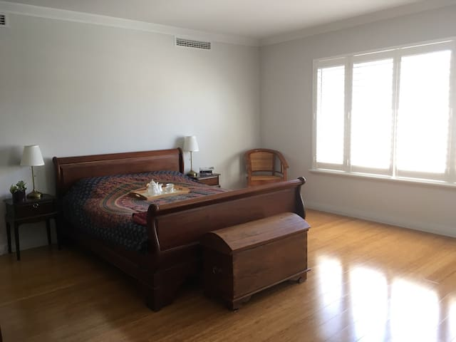 Close to Airport, CBD & Universities - Riverton - Hus