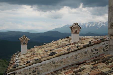 L' Abruzzo che non immaginate !! - Calascio