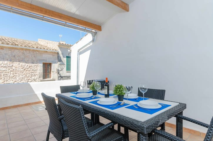 YourHouse Algebelí - town house with WiFi and AC