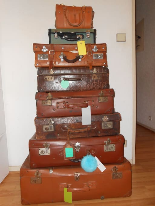 Come over and put your suitcases next to mine !!! if you have a lot of luggage i will remove this decorative ones from the room don't worry.