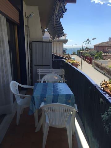 Giardini Naxos lovely apartment