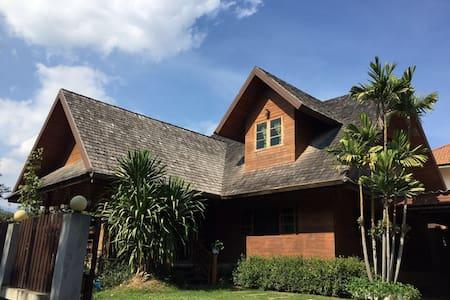 Full houseS清迈木屋别墅 - Tambon Pa Daet