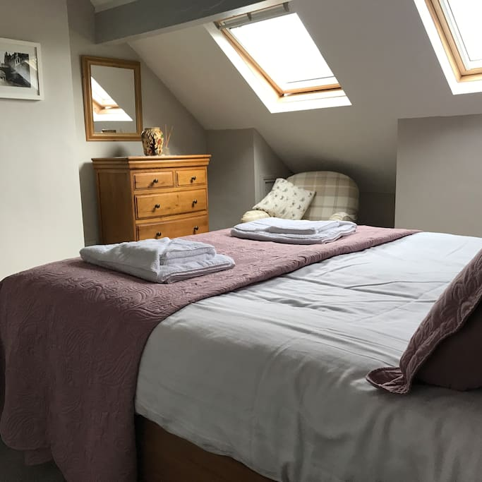 Top floor king size bed, oak bedroom furniture, chairs, twin vellum and terrific views of Yewdale Crags