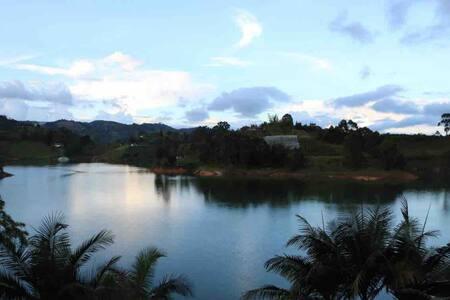 CASA DE LAS AGUAS―Amazing view, waterside & kayaks