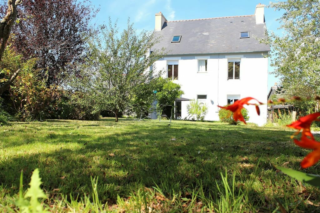 Maison spacieuse vue mer jardin houses for rent in for Jardin 75m2