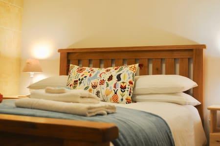 Qala Private Double Room & Breakfast