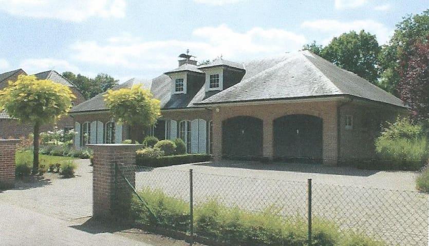 kamers in vrijstaande villa met  mooie tuin - Kasterlee - Apartment