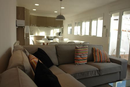 Room type: Entire home/apt Property type: Apartment Accommodates: 8 Bedrooms: 4 Bathrooms: 2