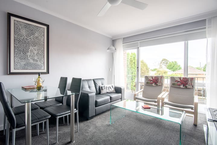 Northcote Live - Boutique apartment in A1 location