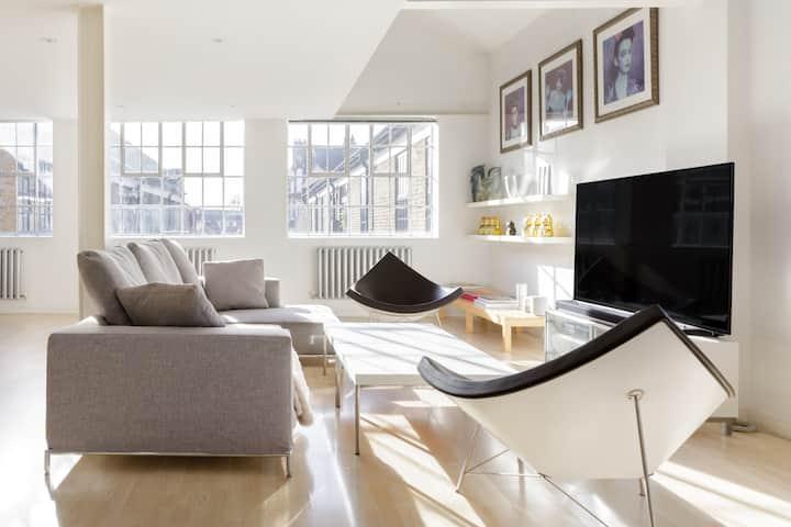 Trendy East London Loft where Hi-Tech Meets Luxury
