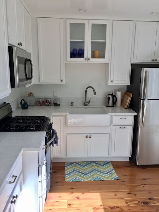 Beautiful new white kitchen, all new appliances