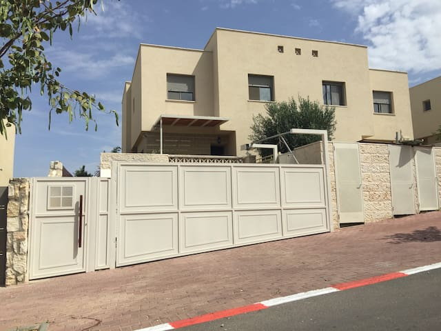 Great house 30 min from tel aviv - Sharee tikva  - Casa