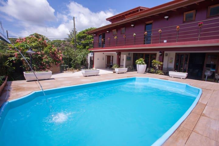 Ubatuba Ecologic Hostel and Pousada (Suite)