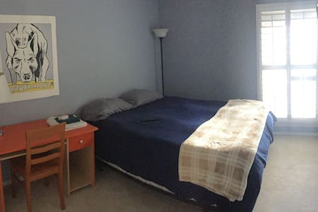 Private room and bath in West Sac - West Sacramento - Huis