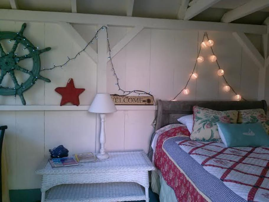 Cozy, nautical beach bungalow, perfect for 1 or 2