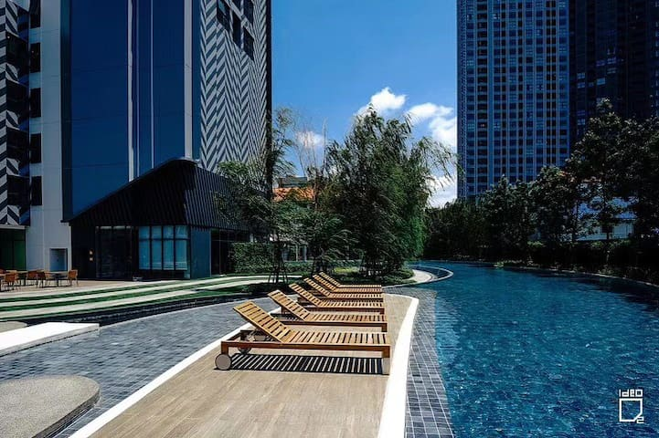 C15曼谷素坤逸线高端公寓,super near粉象博物馆,有接驳车送至bts,直达暹罗广场