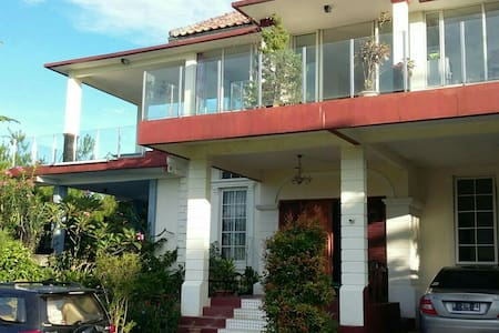 Million Dollar View Villa w/ Pool - Bogor - Huvila