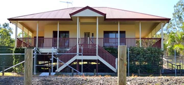 Cedar Creek Family Farm Stay  Lodge