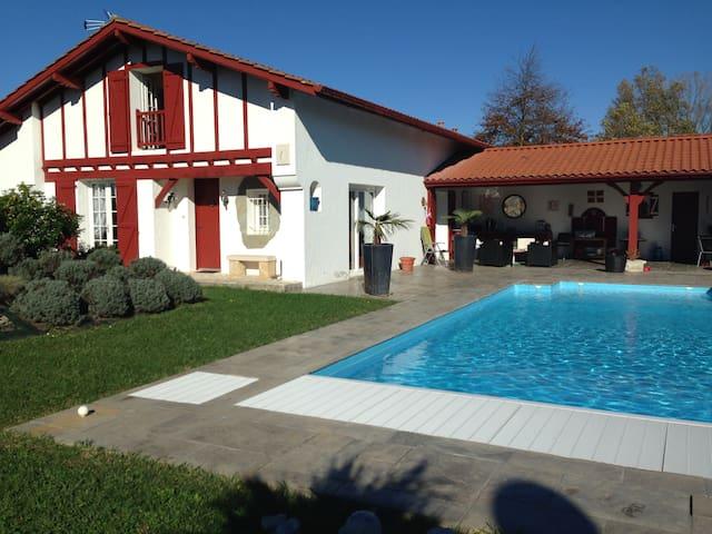 Chambre avec lit double 55€ - Ustaritz - Rumah