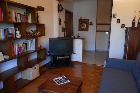 Confortevole appartamento  luminoso e posto auto - ตูริน