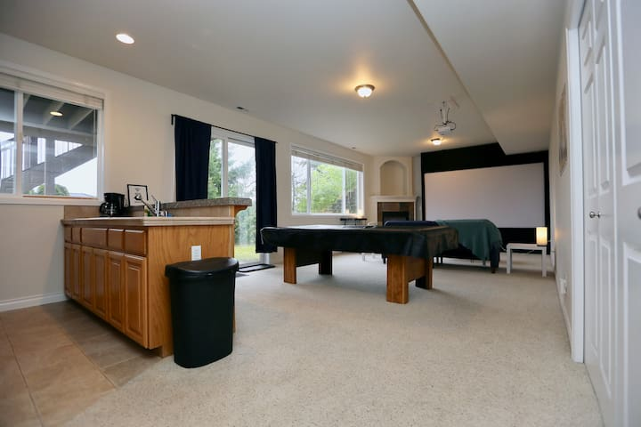 Spacious West Hill House