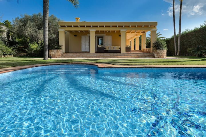 *****Villa Belvedere ***** close to airport & town