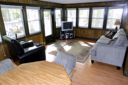 Glen's Tawas Lake Vacation Home, Pets OK!