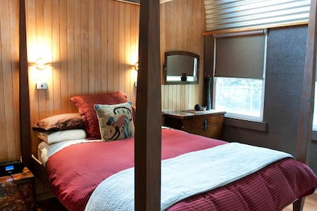 Cosy Private Spa Chalet in lush resort property - Tawonga South - Mökki