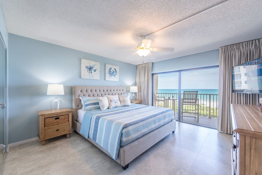 "Direct ocean front bedroom with beach views from bed (king bed, walkout balcony, 55"" HD TV)"